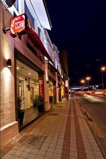 OYO 318 Simms Boutique Hotel Kuala Lumpur - Hotel Front - Evening/Night