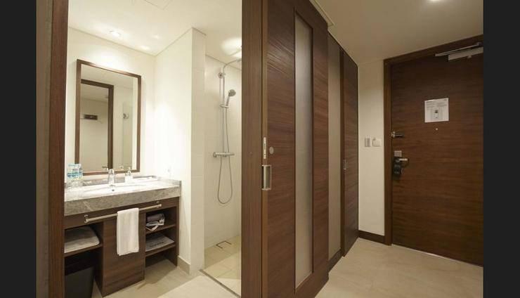 AXIA South Cikarang Service Apartment Bekasi - Bathroom Shower