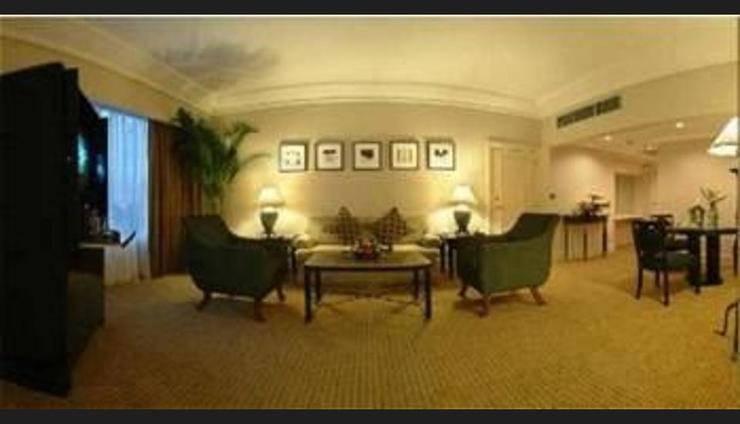 Crowne Plaza Hotel Jakarta - Featured Image