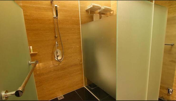 Mercure Padang - Bathroom Shower