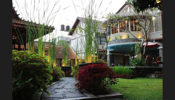 Hotel Sriti Magelang - Featured Image