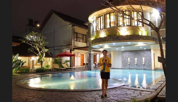 Hotel Sriti Magelang - Outdoor Pool