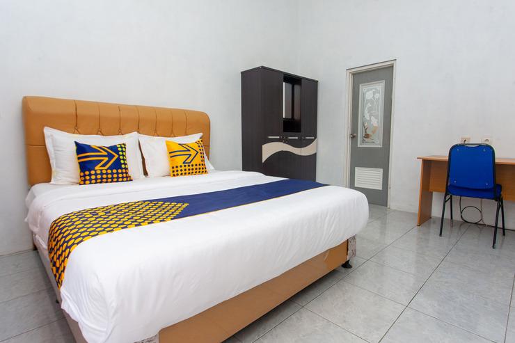 SPOT ON 2830 Azka Guest House Syariah Cilacap - Standard Double Bedroom