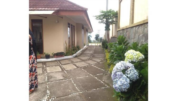 Villa Bumi Lembang Bandung - Exterior