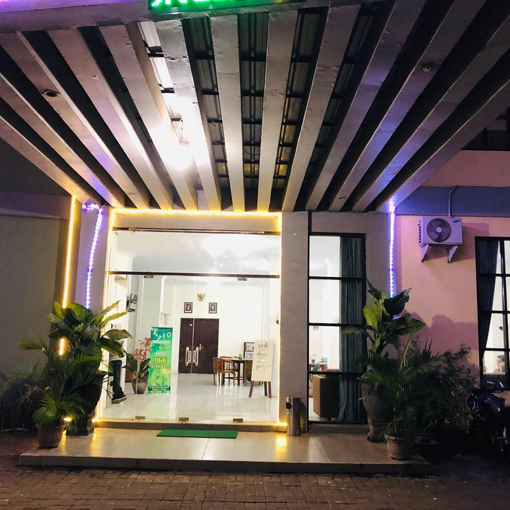 Wonojati Hotel Malang - Exterior