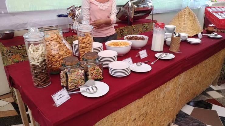 Hotel Vanda Gardenia Trawas - Food and beverage
