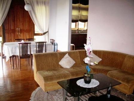 Villa Istana Bunga 4 Bedrooms Bandung - Villa Alamanda
