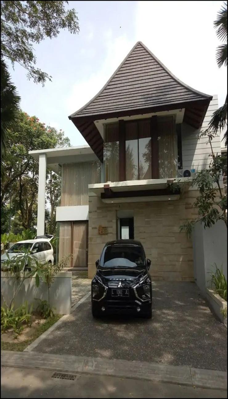The Luxurius Golden Villa Hyarta Yogyakarta - exterior