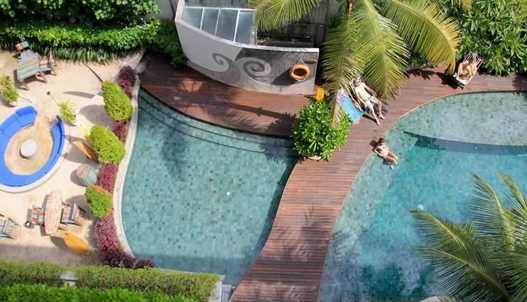 Bliss Surfer Thematic Hotel Bali - Pemandangan Kolam Renang