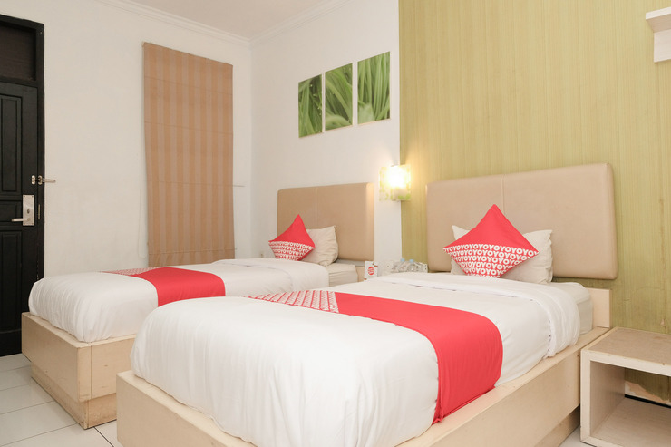 OYO 603 Ebizz Hotel Jember - standard twin bedroom