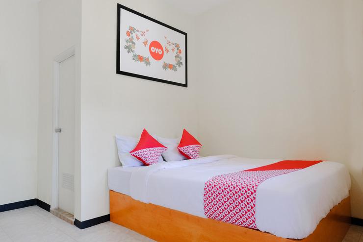 OYO 668 Lovina Inn Malang - Bedroom