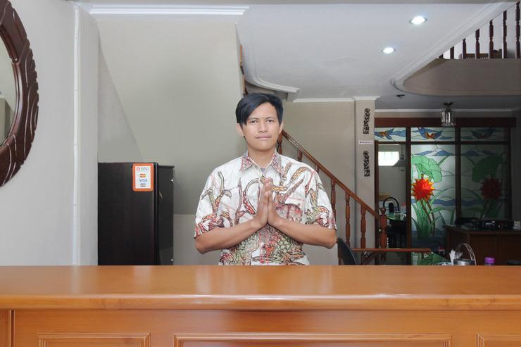 Airy Syariah Buah Batu Sanggar Kencana Satu 14 Bandung Bandung - Recetionist