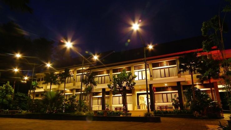 Griya Persada Hotel  Yogyakarta - Facade