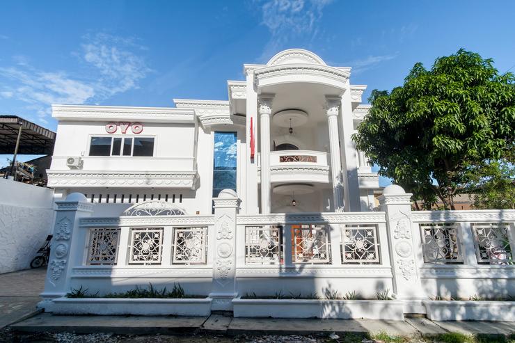 OYO 471 Taj Residence Syariah Medan - facade
