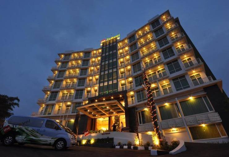 The Travelhotel Cipaganti - Hotel Building