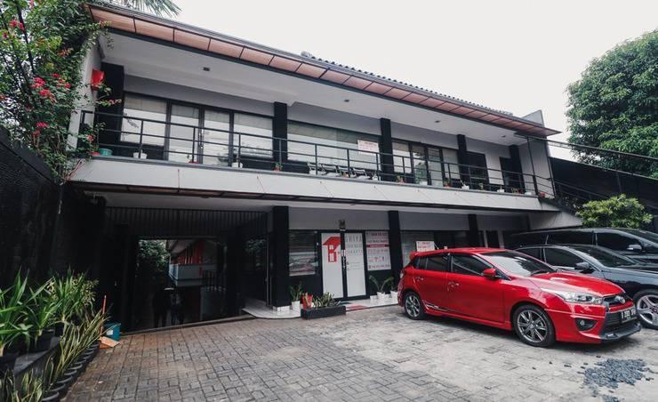RedDoorz Plus near RS Fatmawati 2 Jakarta - Parkir
