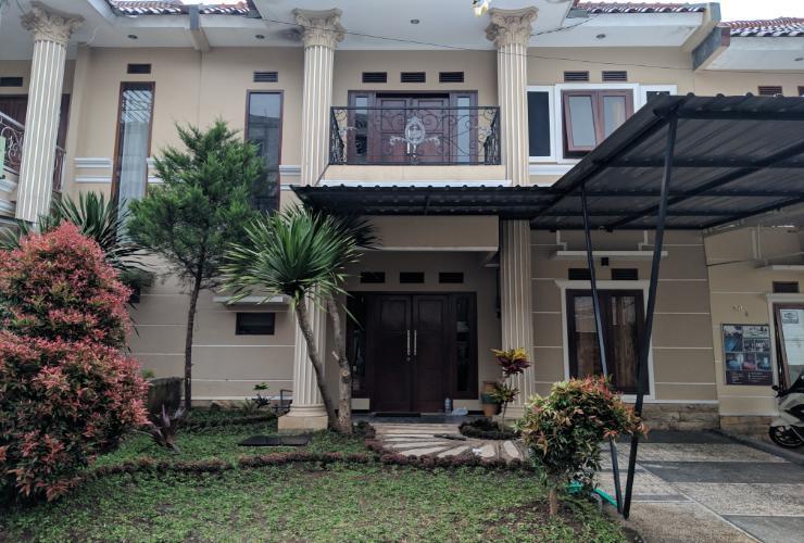 Full House at Villa Kusuma Estate 30 Malang - Exterior