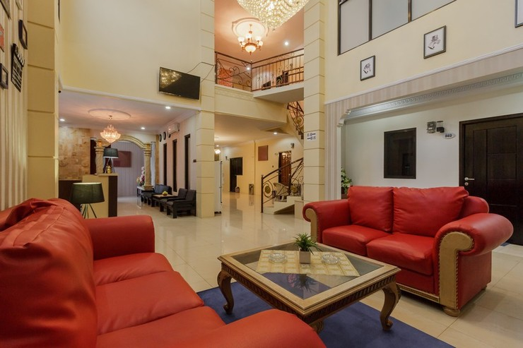 RedDoorz Plus near Pantai Malalayang Manado Manado - Lobby