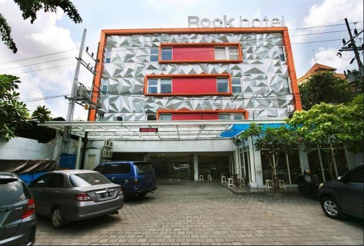 Rock Hotel Surabaya - Tampak Depan