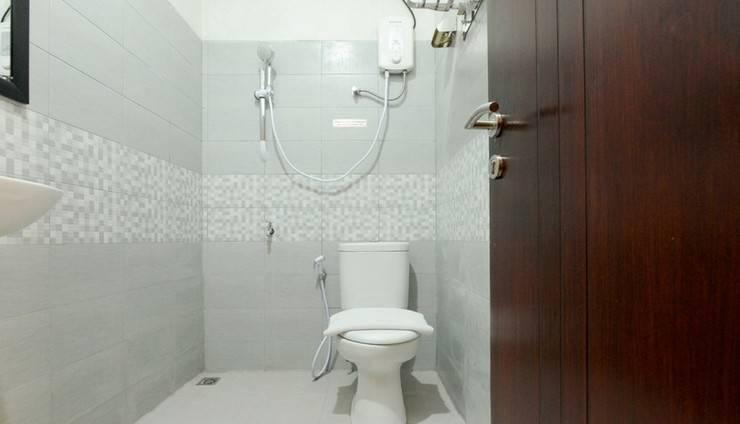 Villa De Kupang Kupang - Bathroom