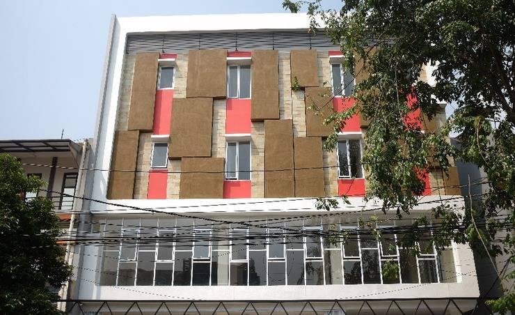 RedDoorz Plus near Mall Ciputra Jakarta Jakarta - Exterior