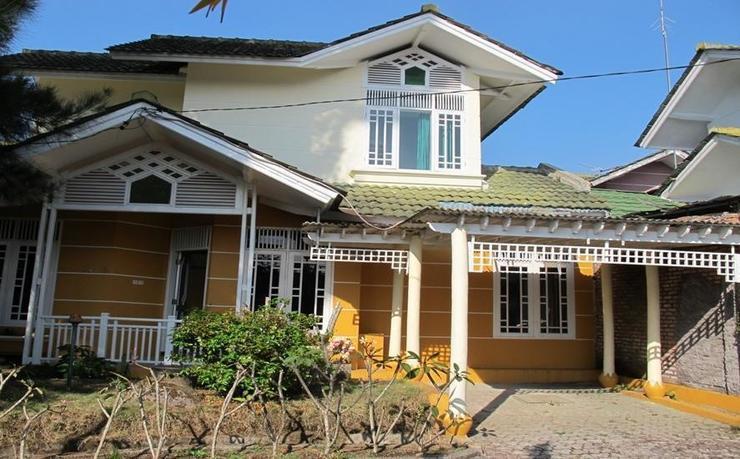 Villa Alika Palm Garden Puncak Cianjur - Facade