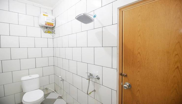 Kamar Keluarga Slipi Jakarta - Bathroom