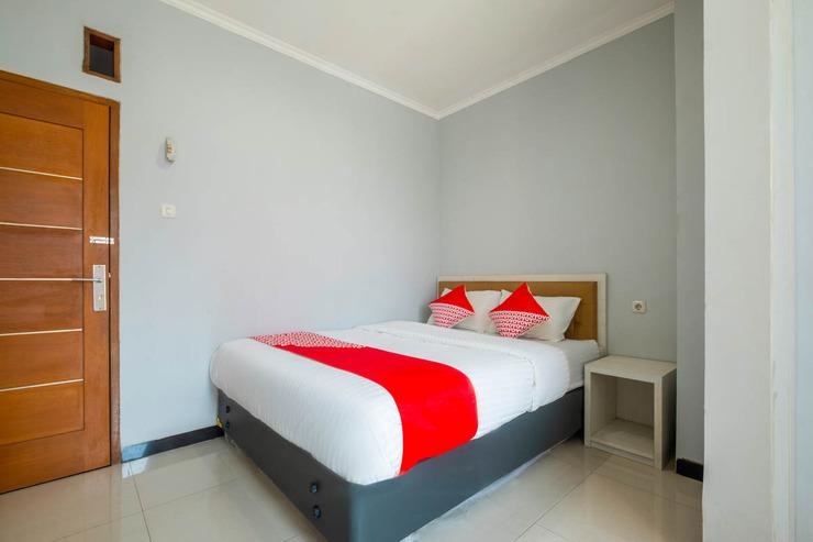 OYO 2405 The Karins Guesthouse Syariah Near RS AI Islam Bandung - Guestroom D/D