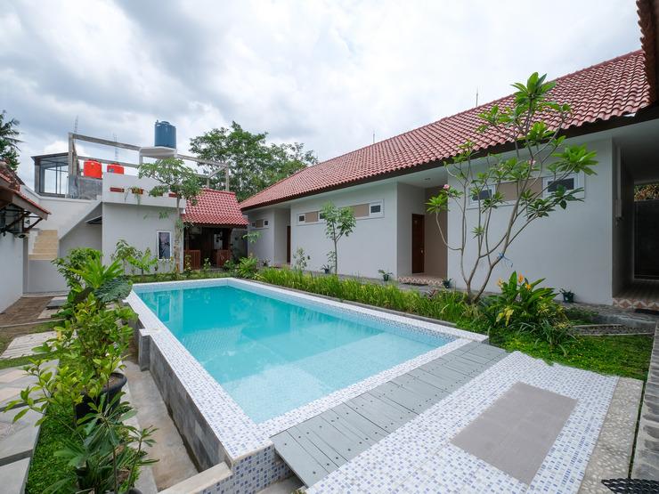 OYO 3906 Dalem Putu Sanjaya Syariah Jogja - Swimming Pool