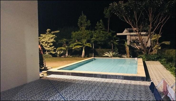 Pinus Villa Batu R-10 Malang - pool