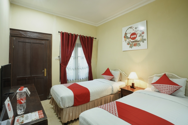 OYO 804 Ndalem Maharani Guest House Yogyakarta - Bedroom