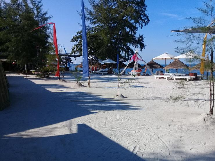 Madu Tiga Beach & Resort Bintan - pemandangan pantai