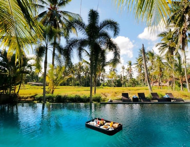 Bhanuswari Resort & Spa Bali - Floating Breakfast