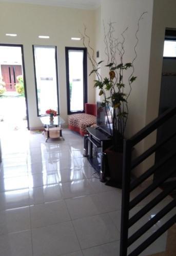 Villa Mutiara Panderman Malang - tampak dalam