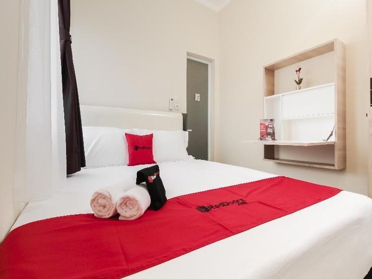 RedDoorz near Soekarno Hatta Airport Tangerang - Guestroom