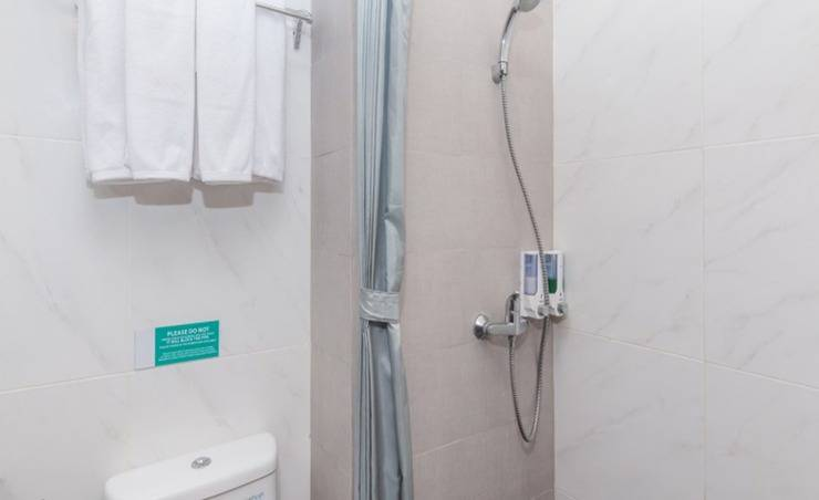 ZenRooms Seminyak Kayu Jati - Kamar mandi
