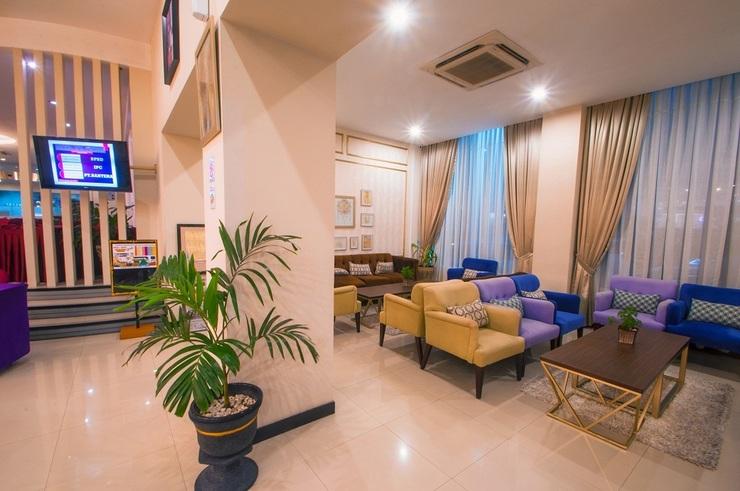 Daima Hotel  Padang - lobby
