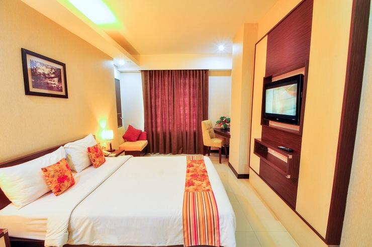 Daima Hotel  Padang - room
