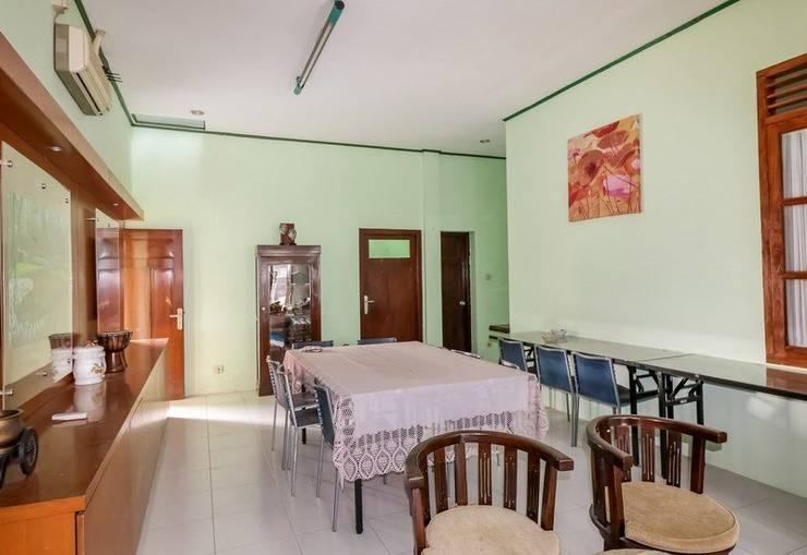 NIDA Rooms Gang Merpati Condong Catur Jogja - Makan