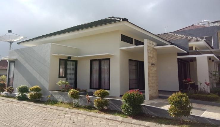 Golden Villa M78 Malang - Exterior