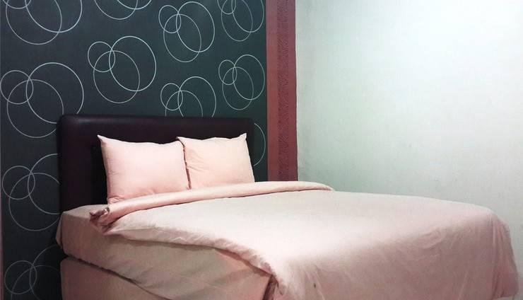 Lucky Inn & Cafe Makassar - Standart Room