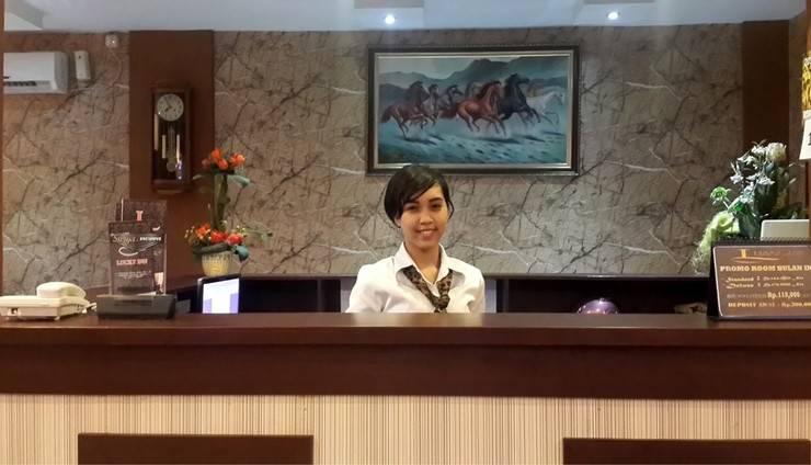 Lucky Inn & Cafe Makassar - Front Office