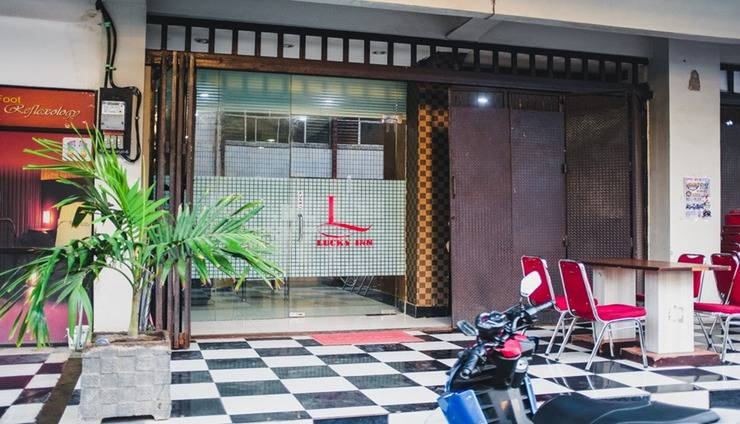 Lucky Inn & Cafe Makassar - Facilities