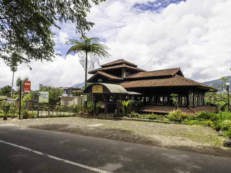 OYO 2640 Rumah Kayu Cottage Syariah Bandung - Facade