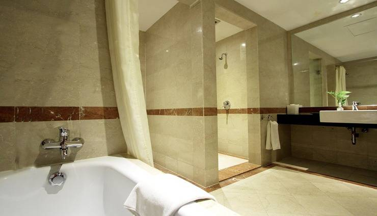 Travelodge Batam (FKA Novotel Batam) - Suite Bathroom