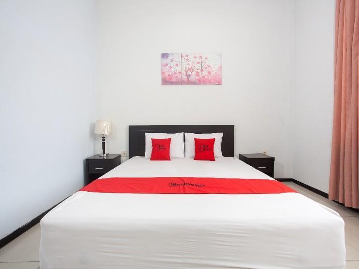RedDoorz near Plaza Araya Malang - Guestroom