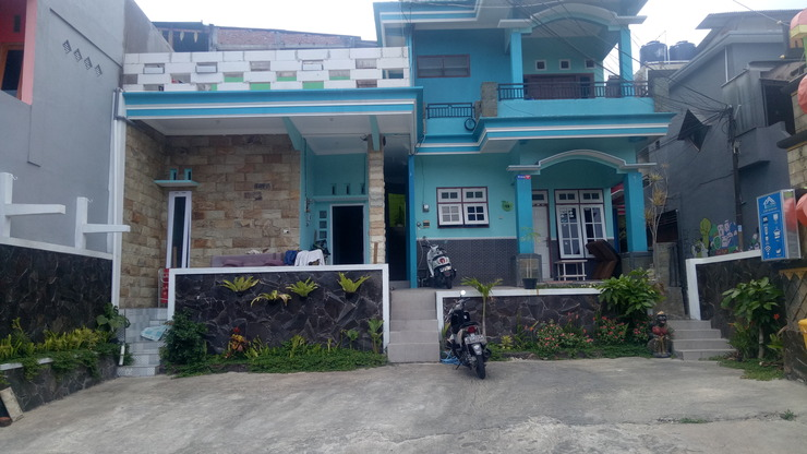 Villa Biru 2 Malang - building