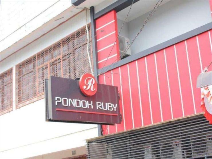 Ruby Inn Makassar - Exterior