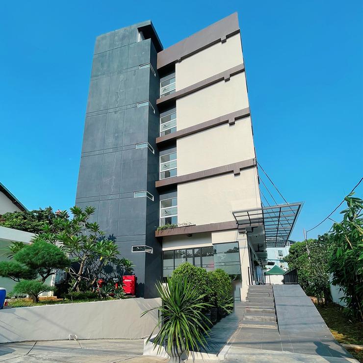Azka Hotel Managed by Salak Hospitality Jakarta - building