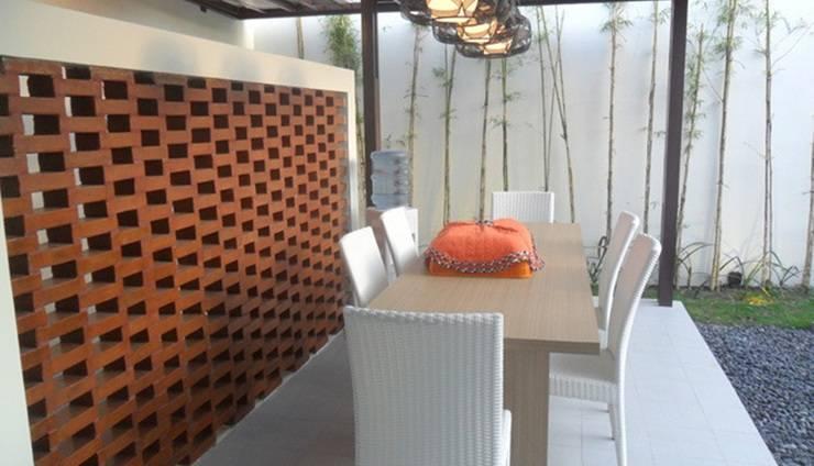 Simply Homy Guest House Sawit Sari 1 Yogyakarta - Ruang makan